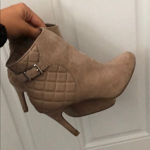 adorable ankle booties!👢FALL IS COMING LADIES!!!